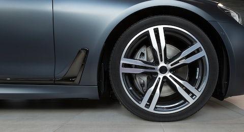 Forskellige dæk og fælge til bilen