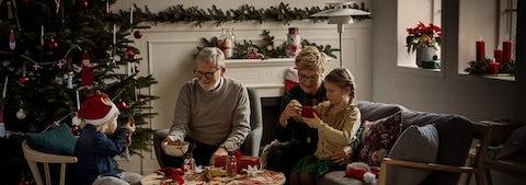Hyggelig juletræsfest med familie og venner