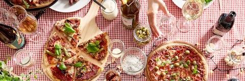 Inviter vennerne på fest med pizza